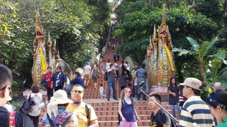 Doi Suthep - Escalera de 309 escalones para llegar a las pagodas