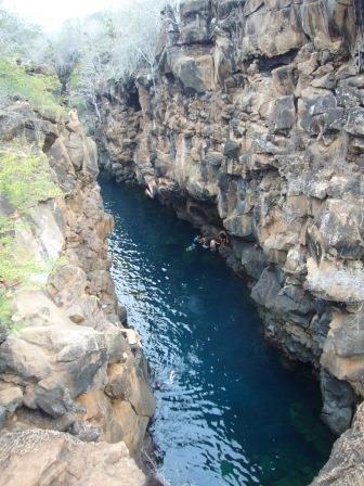 Lali en Las Grietas, Isla Santa Cruz, Galápagos, Ecuador, www.lololali.com