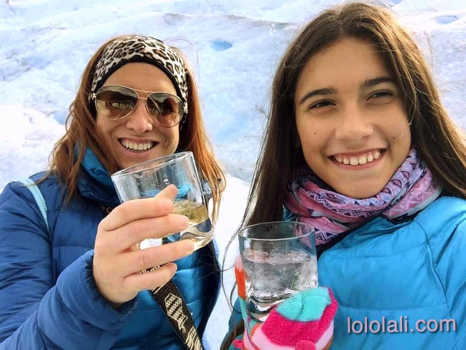 Lolo y Angie haciendo trekking en el glaciar Perito Moreno