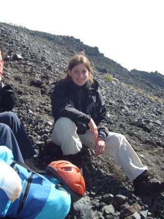 Lali en el primer ascenso al volcán Lanín. En esta oportunidad vine con una amiga.