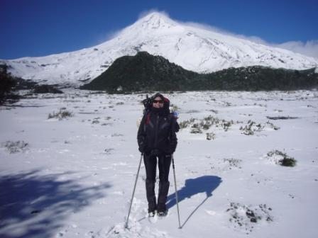 Lali en la base del Volcán Lanin a punto de iniciar el ascenso la 2da vez que fui.