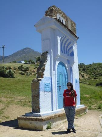 Lali at the entrance of Chefchaouen