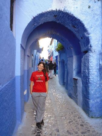 Lali in a typical street in Chefchaouen