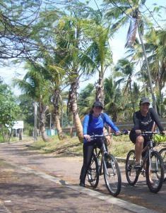 Recorriendo en bici con Ale, mi guía turística, San Andrés, Colombia