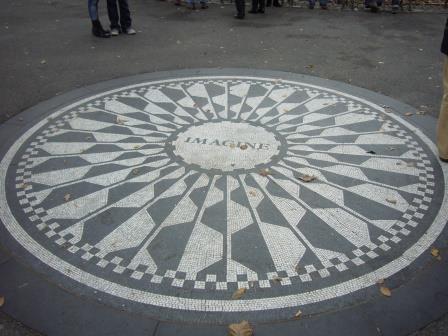 Mosaico enviado por la ciudad de Nápoles para la ceremonia efectuada por Yoko Ono en 1985