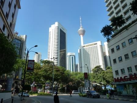 Menara KL y ciudad alrededor