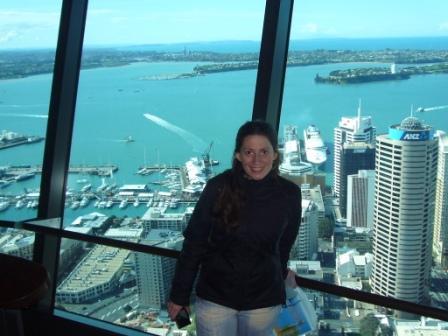 Lali desde el mirador de la Sky Tower