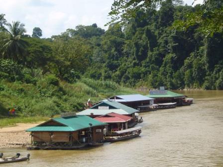 Restaurantes flotantes en Taman Negara