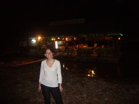 Lali a la noche en restaurantes flotantes en Taman Negara luego de una deliciosa cena