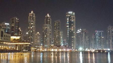 Marina fotografiada de noche