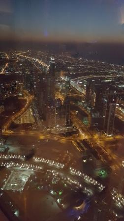Vista de Dubai nocturna desde el observatorio del Burj Khalifa