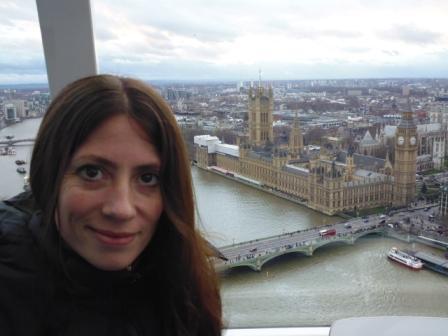 Lali en el London Eye y en el fondo el río Támesis y el Palacio de Westminster.