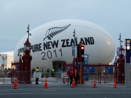 Dentro de esta pelota de rugby había una exposición con una pantalla gigante donde publicitaban el turismo en Nueva Zelanda