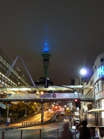 Sky Tower de noche