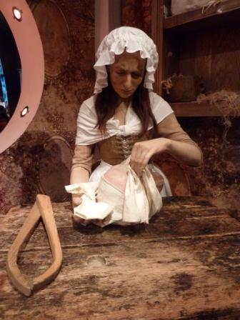 Muñeco de cera de Madame Tussauds haciendo una cara de cera