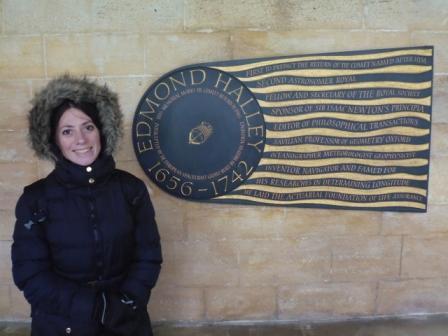 Lali y placa conmemorativa a Edmond Halley. Astrónomo, matemático y físico inglés, conocido por el cálculo de la órbita del cometa Halley. Enterrado en la Iglesia de St. Margaret