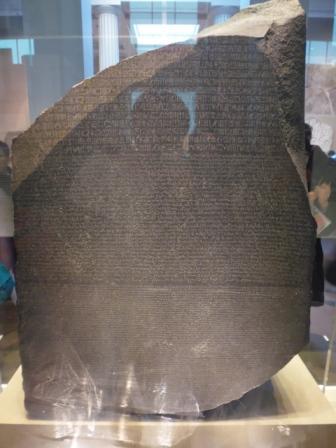 Piedra Rosetta. Gracias a ésta pudo en la modernidad conocerse el significado de los jeroglíficos egipcios