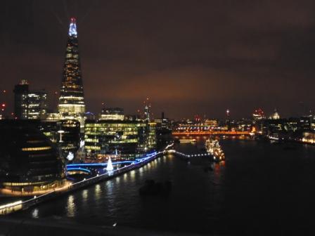 Londres y río Támesis desde el Tower Bridge. Vista Nocturna. Se puede ver entre otros el edificio The Shard, el más alto de Londres.