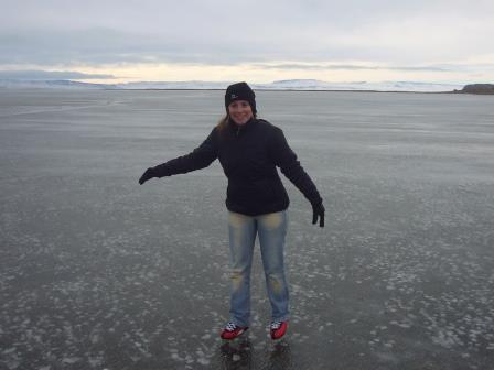 Santa Cruz - Calafate - Lali patinando en Bahía Redonda que está congelada