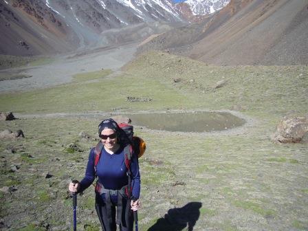 Mendoza - Cordón del Plata - Lali haciendo Trekking