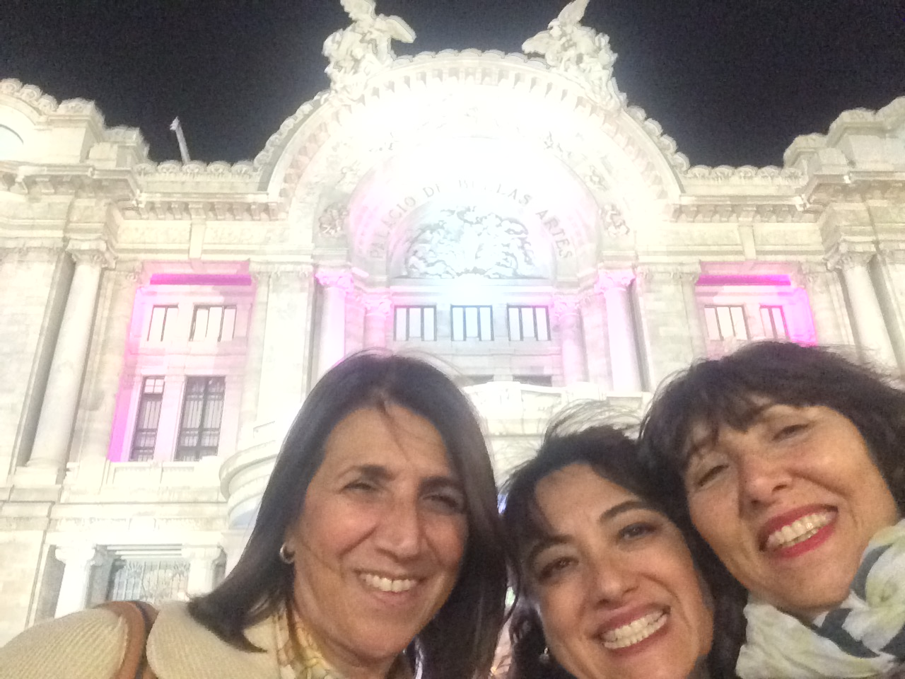 Three Argentinian friends happy to go and see the ballet in the Palacio de Bellas Artes