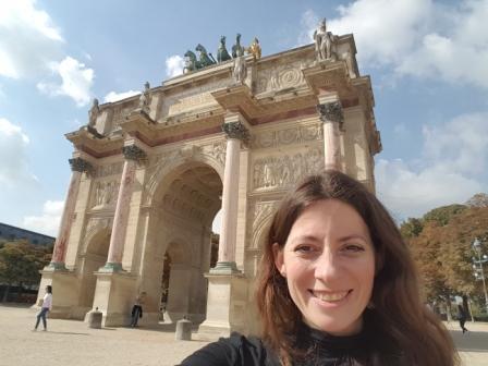 Lali y el Arco de Triunfo de París
