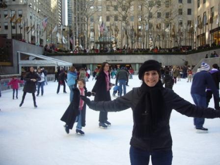 Lali patinando en The Rink del Rockefeller Center de Nueva York