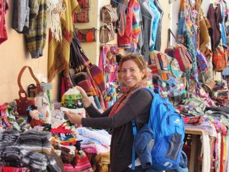 Lolo en mercado en Jujuy. www.lololali.com