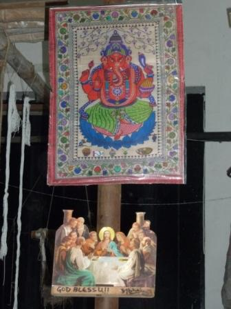 En una sedería en Varanasi donde conviven las diferentes religiones - www.lololali.com