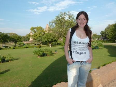 Lali en los templos de Khajuraho, India. www.lololali.com
