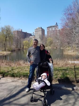 Con mi papá y mamá paseando por Central Park! www.lololali.com