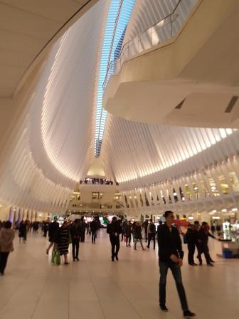 Occulus, se encuentra en el área del Memorial del 09/11, es muy recomendable ir a verlo, cuenta con restaurants y casas de marcas conocidas. www.lololali.com