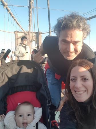 Con papá y mamá en el Puente de Brooklyn en Nueva York. www.lololali.com