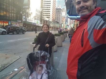 Caminando por NYC con mis papás. www.lololali.com
