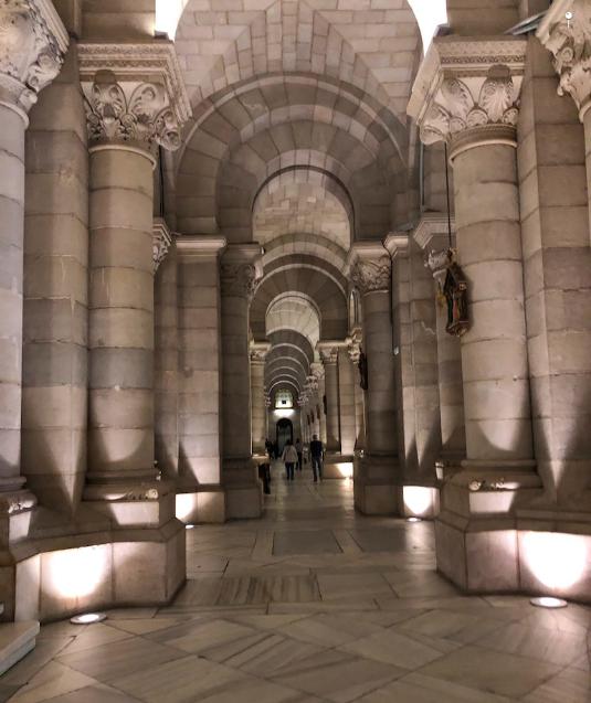 Cripta neorrománica de la Catedral de Almudena